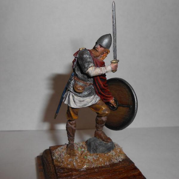Викинг в обороне с мечом, 10 век