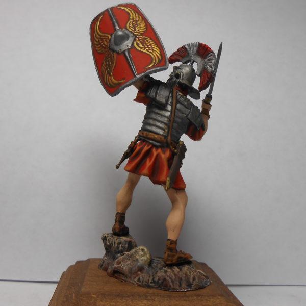 Обороняющийся легионер