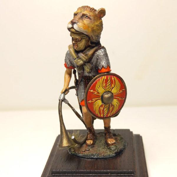 Римский корницен со щитом